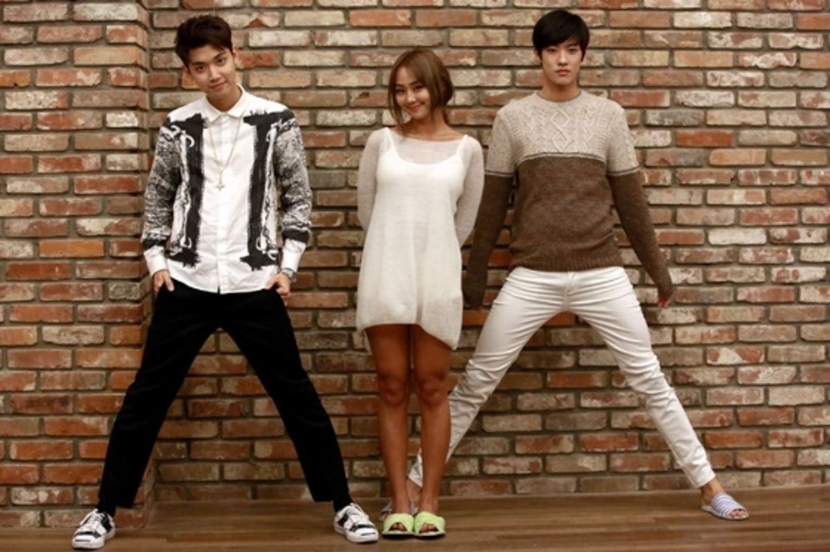 The extreme height differences between these male and female idols yoonha x jung joon young 158cm 184cm altavistaventures Choice Image