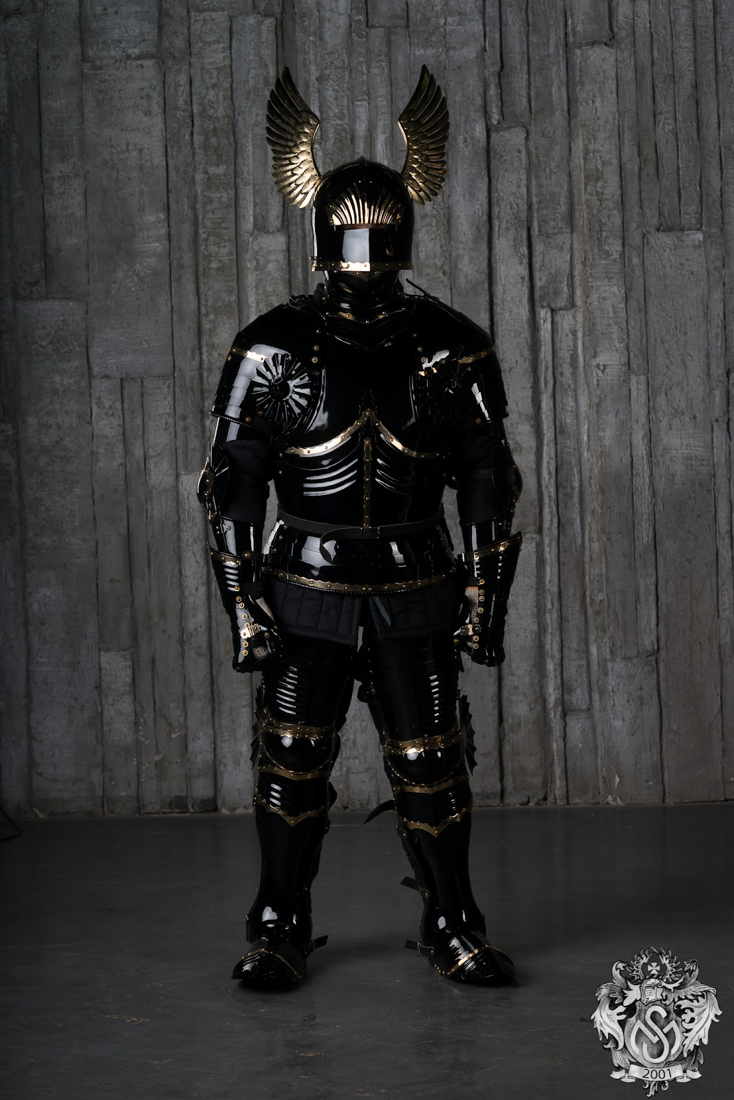 medeival_armour_in_gothic_style.jpg
