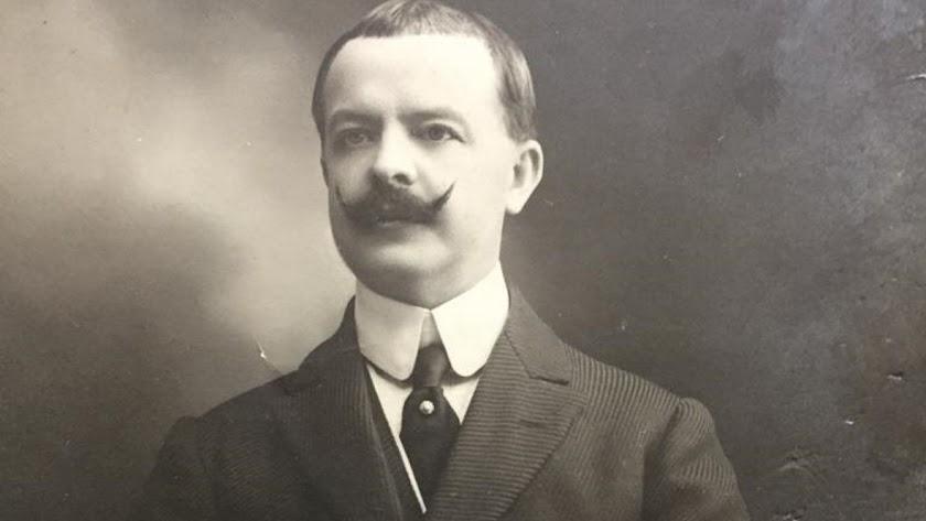 Walter Maclellan, diplomático y empresario, con su característico bigote imperial.