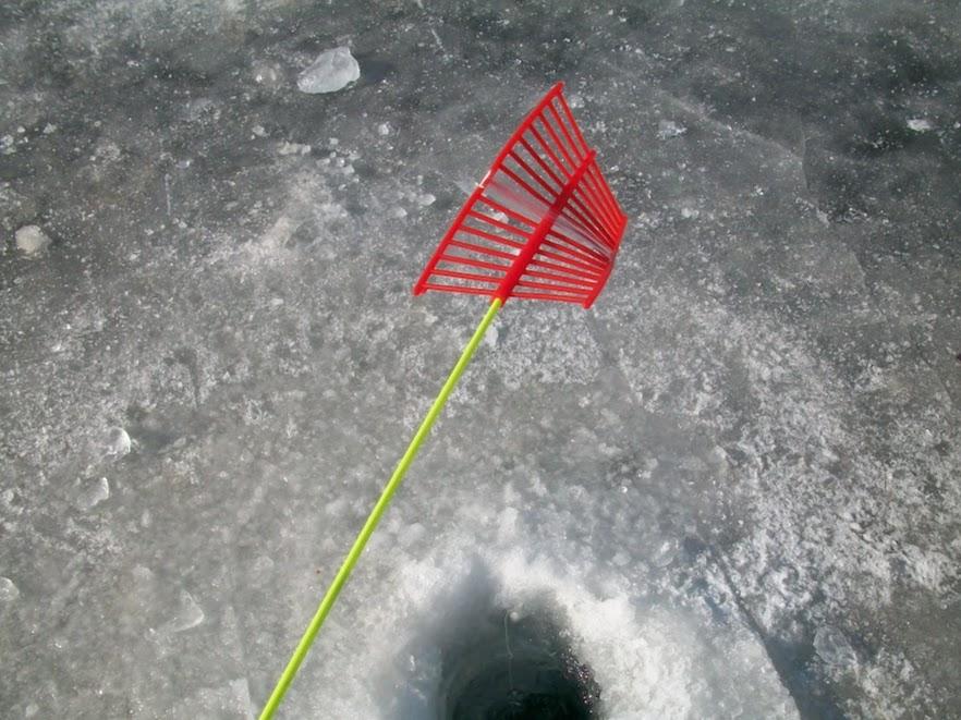 Alat pancing di Inje Icefish Festival