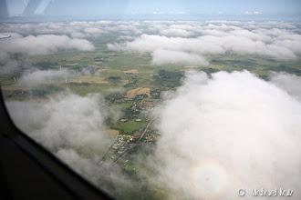 Photo: Legg merke til skyggen av flyet med regnbue rundt.