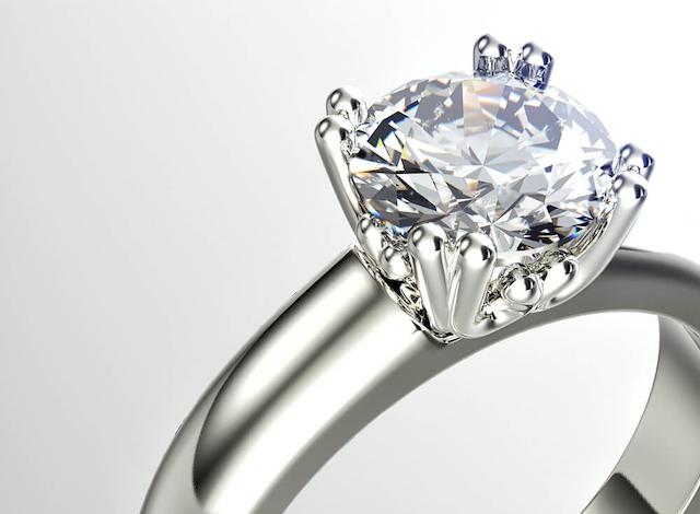 Lợi ích của cầm kim cương là giúp bạn có thể xoay số tiền lớn