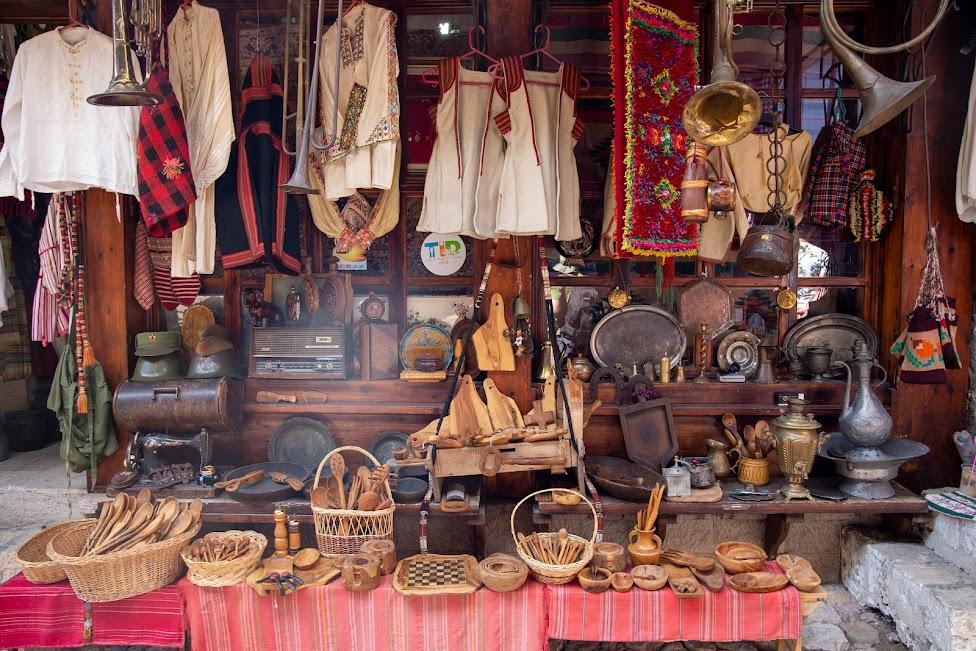 bazar w Krui, Pazari i Derexhikut