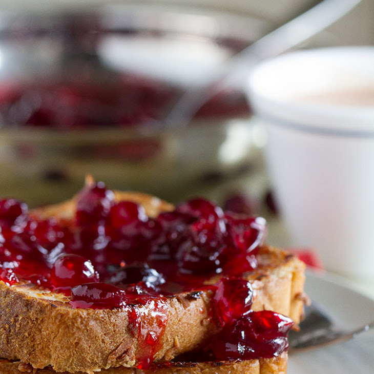 Coconut Crusted Oven Baked French Toast with Cranberry Syrup Rezept ...