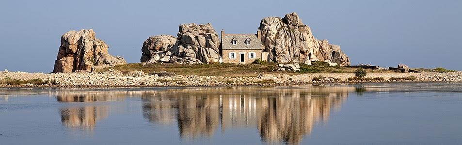 Дом между скалами, Бретань
