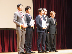 Photo: 5人の受賞者が並びました