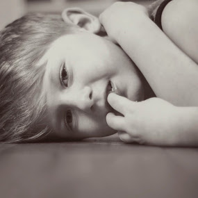 Sweet smile by Stephanie Halley - Babies & Children Child Portraits ( black and white, smile, boy )