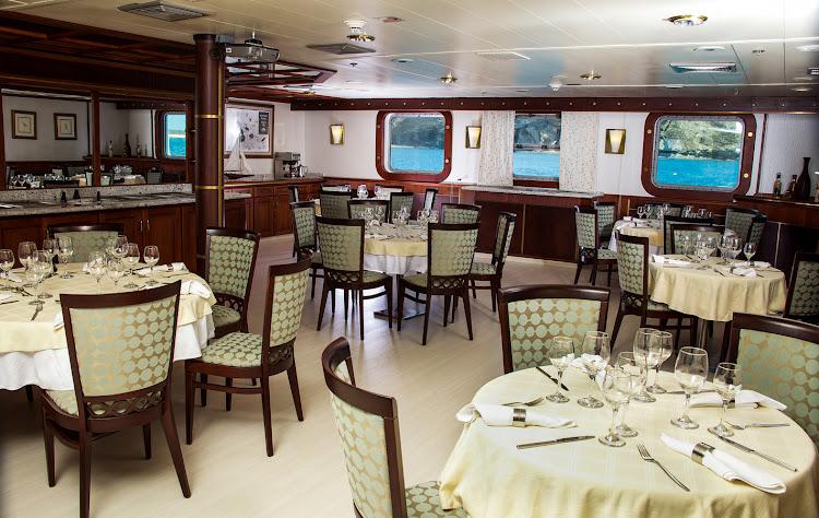 Dining menus on Isabela II feature international cuisine and celebrated Ecuadorian dishes.
