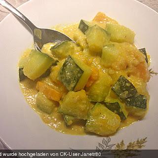Indische Süßkartoffel-Zucchini-Hähnchen-Pfanne