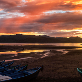 Cuajiniquil en noviembre by Annette Flottwell - Landscapes Waterscapes ( barcos, sunset, boats, guanacaste, playa, atardecer,  )