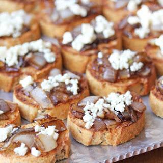 Caramelized Onion & Blue Cheese Bruschetta Recipe