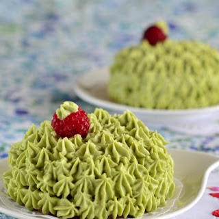 Raspberry Cakes with Matcha - Cream Cheese - White Chocolate Frosting