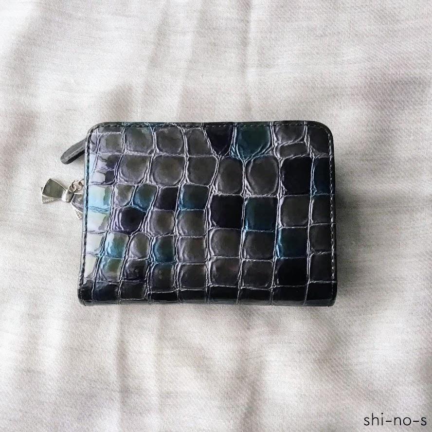 ブルーの2つ折り財布
