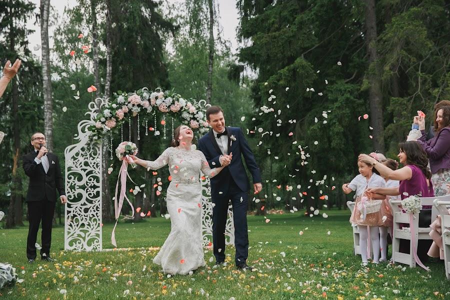 Wedding photographer Marina Smirnova (Marisha26). Photo of 11.08.2017