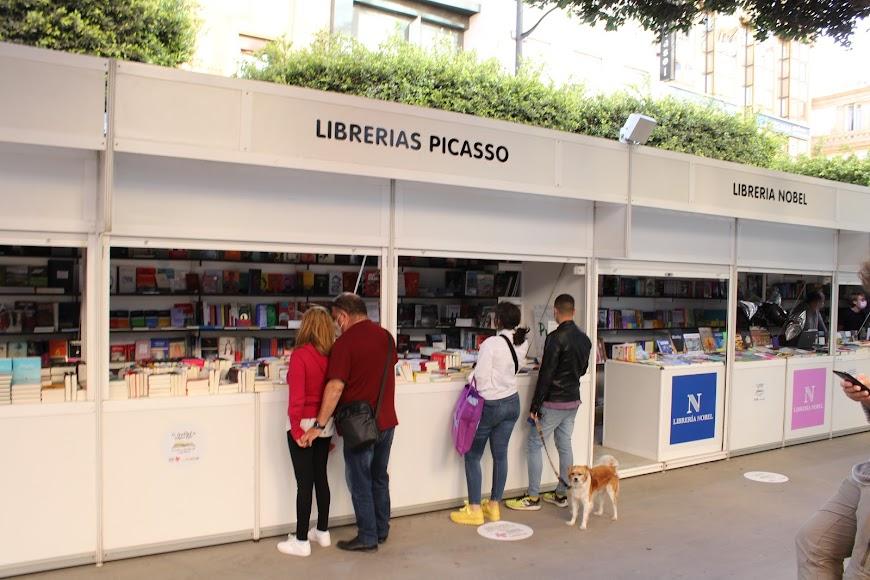 El Paseo de Almería acoge la Feria del Libro de Almería.