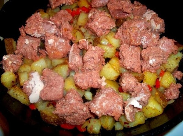 I leave corned beef pretty chunky, and add to the potatoes. Toss until heated...