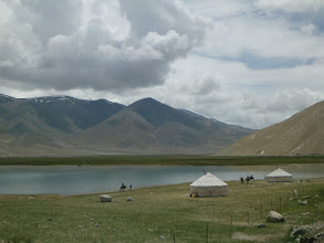 Photo: Karakul je umístěn v nadmořské výšce 3 600 m, což z něj dělá nejvyšší položené jezero v Pamíru.