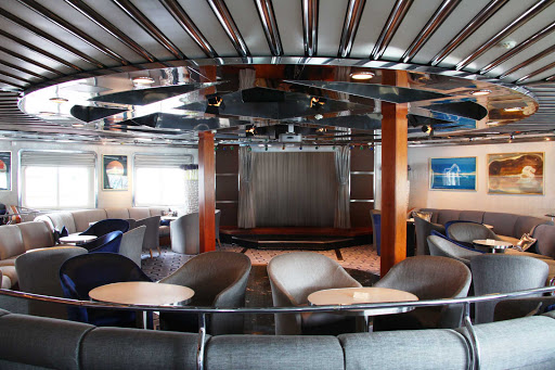 Seadream-Grand-Salon.jpg - Relax back in the Grand Salon aboard a SeaDream Yacht Club cruise.