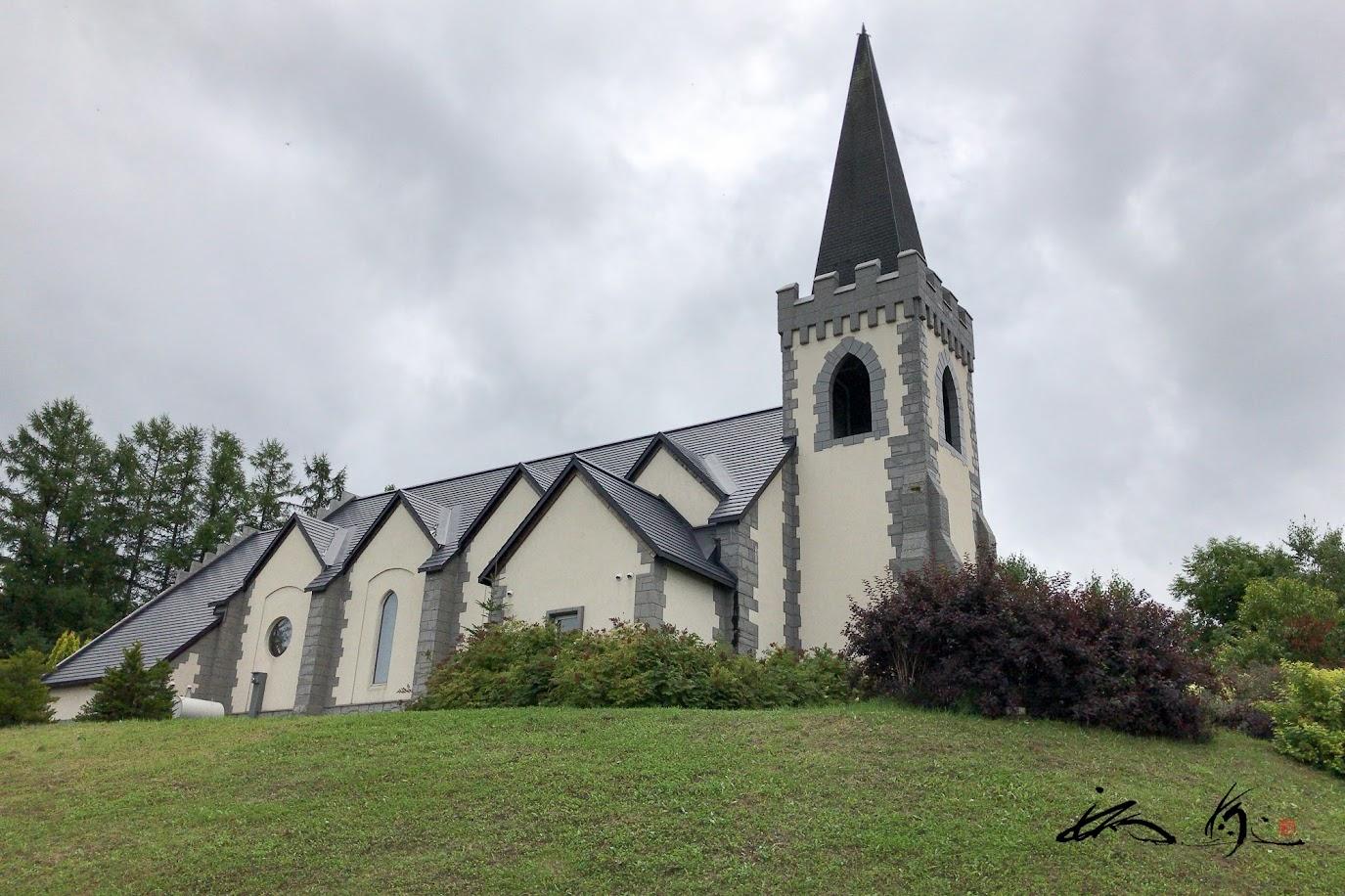 隣接する聖マーガレット教会