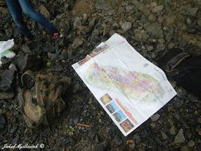 Photo: A opět jsme si nad geologickou mapou pověděli něco o lokalitě.