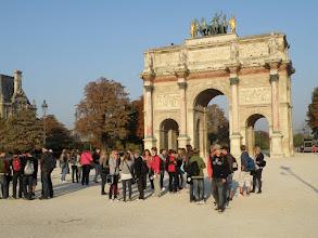 Photo: Zastávka u malého Vítězného oblouku (Arc de Triomphe du Carousell)