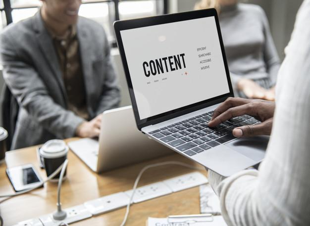 Content concept on a laptop screen Free Photo
