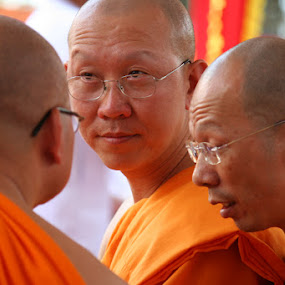 3 Monk Discuss by Gedion Kristianto - People Street & Candids