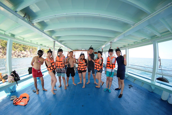 Cruise onboard the Oxygen to Koh Nangyuan and to the east bays of Koh Tao