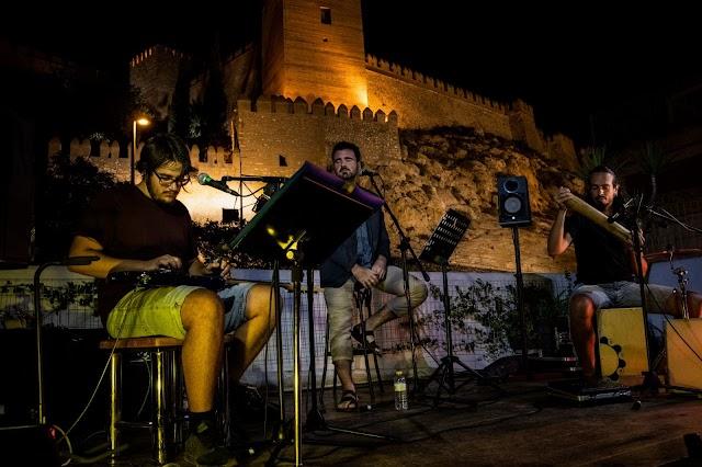 Recital de poesía y música celebrado en la terraza de La Guajira.