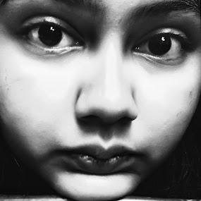 Eyes say it all... by Sayantika Saha - Black & White Portraits & People ( mobilography, black and white, portrait, eyes,  )