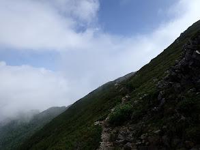 北峰のピークはトラバース