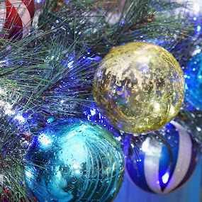 Shades of blue bubbles by Alice Chia - Public Holidays Christmas ( tree, turquoise, blue christmas, white, bubbles, teal, gold, fir, stripe,  )