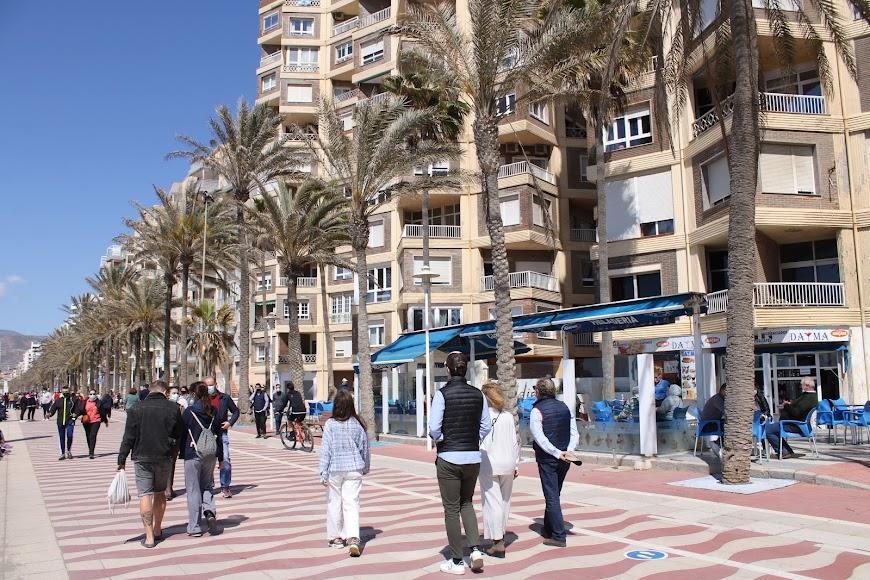 El Paseo Marítimo en el 1º domingo de Primavera.