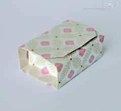 Photo: http://bettys-crafts.blogspot.com/2013/07/origamibox-geschenkbox.