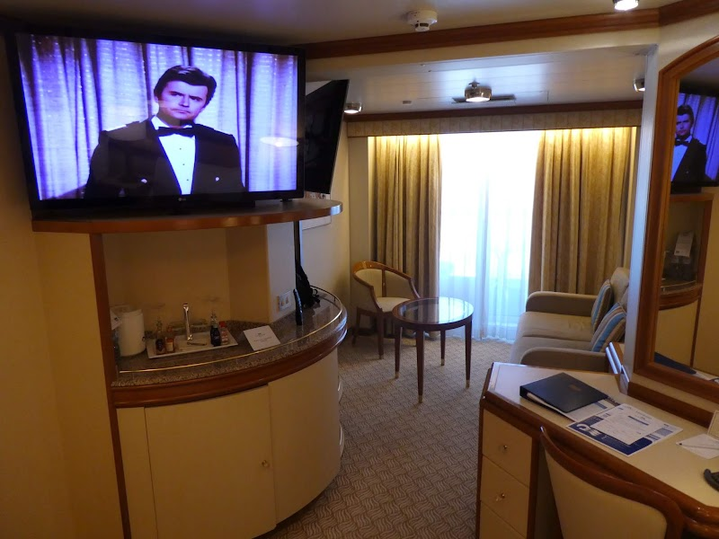 Golden Princess – D220 Mini Suite