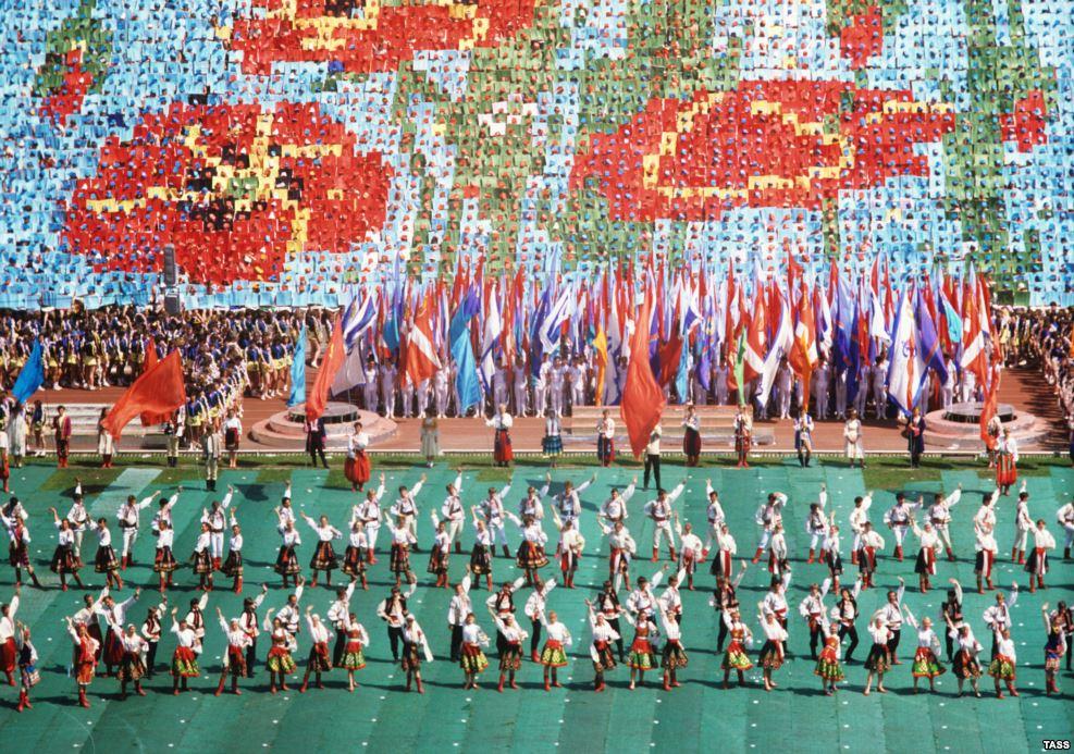 """9 мая 1985 года в Киеве праздновали годовщину победы над нацизмом. Власть советской Украины рассматривала события в Бабьем Яру через призму """"страданий всего советского народа"""" во время нацистской оккупации"""