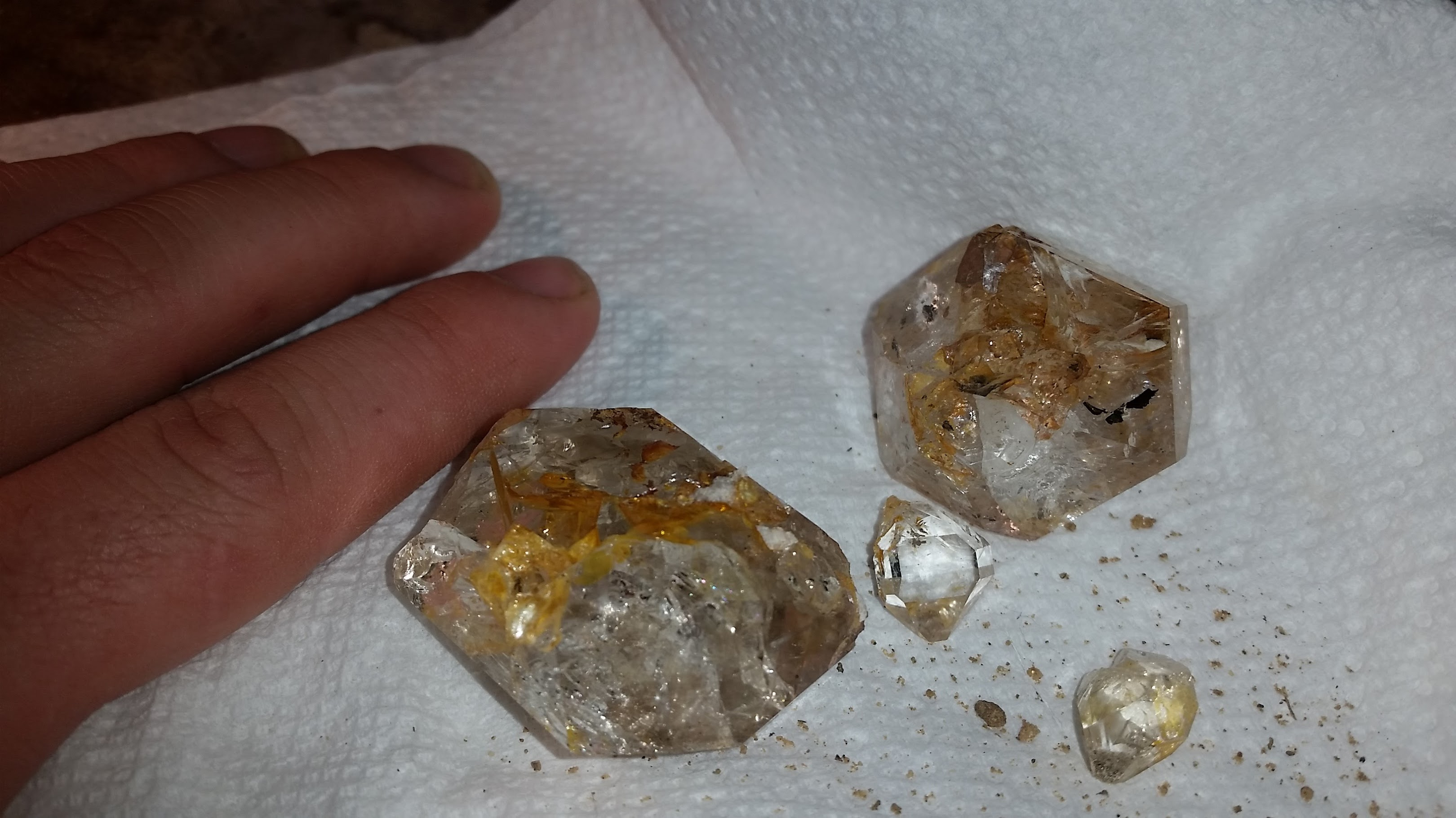 Cleaning A Crystal Iron Stains Rock Tumbling Hobby