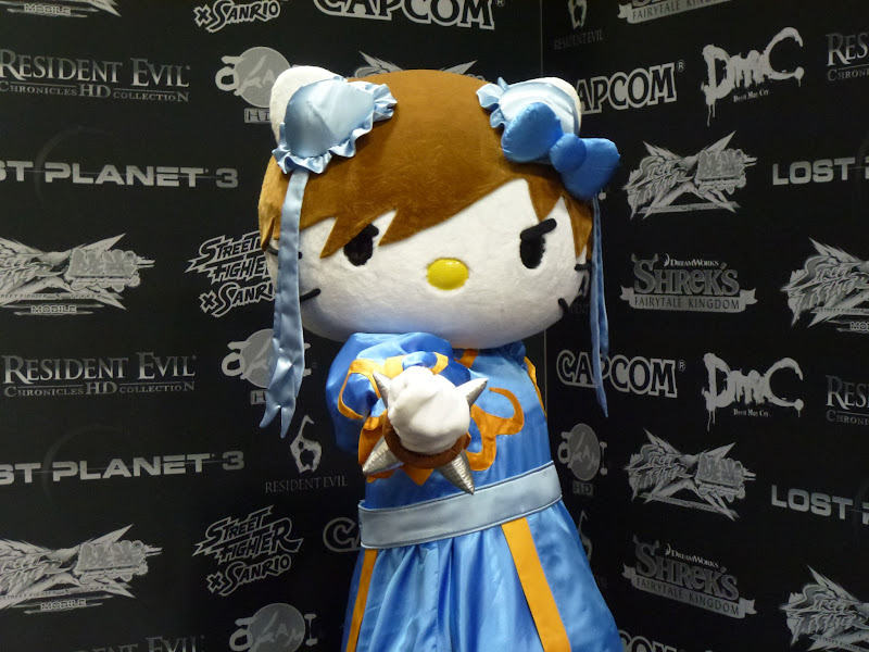 Photo: Hello Kitty x Chun-Li at the San Diego Comic-Con 2012!