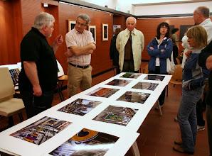 Photo: Tullio FRAGIACOMO legge il portfolio di Felice CIRULLI