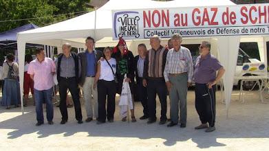 Photo: 7 mai 2011..Devant le stand du collectif Villeneuvois.