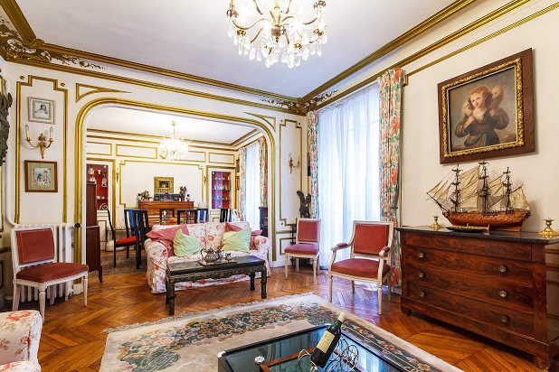 vacation rentals Champs Elysees living room