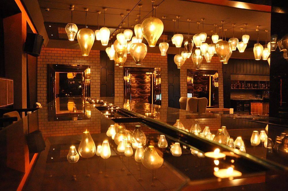 romantic-restaurants-in-noida-flluid-image