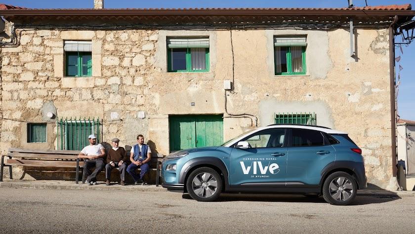 Imagen promocional de VIVe, el primer servicio de carsharing rural 100% eléctrico de Hyundai.