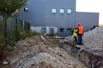 Photo: Terrassement des raccordements de la cuve à Gasoil. Visite de chantier (25.09.2014)