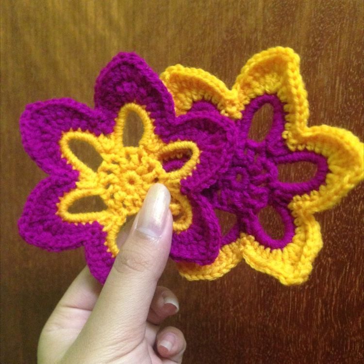 Crochet Flower Coaster by Ricin Craft