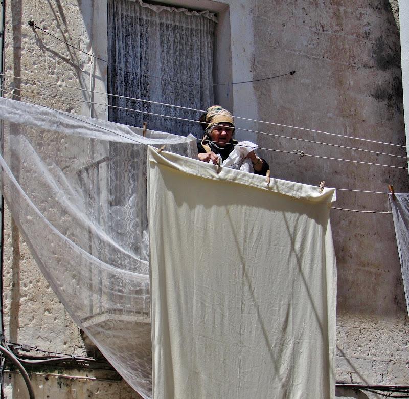 Stendere le tende di Giorgio Lucca