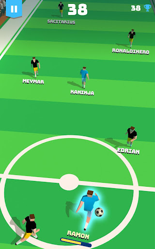 soccer hero - endless football run screenshot 1