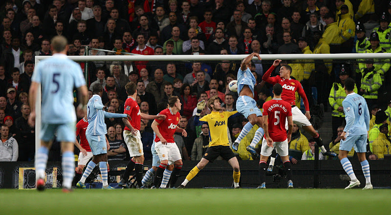 Photo: Manchester City's Vincent Kompany (4th right) rises high to head home the opening goal of thegame