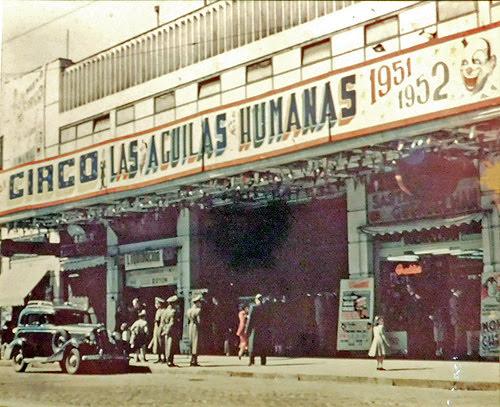 Antigua foto del circo de las aguilas humanas en el teatro caupolican