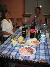 Photo: Der Tisch ist gedeckt, erst die Antipasti (selbst gemachte Würste), ...